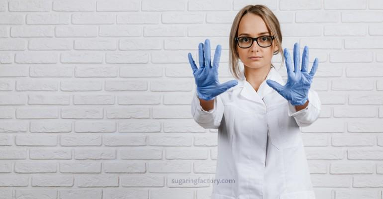 Nitrile gloves is the best choice for a sugaring practitioner